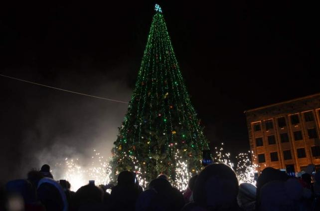 У Житомирі запалили головну ялинку міста