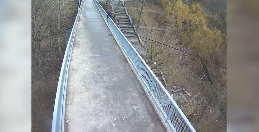 Патрульна поліція зафіксувала чергову спробу самогубства на підвісному мосту в парку імені Гагаріна
