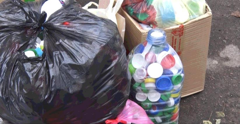 Житомиряни зібрали 3 тонни кришечок на протези АТО-вців