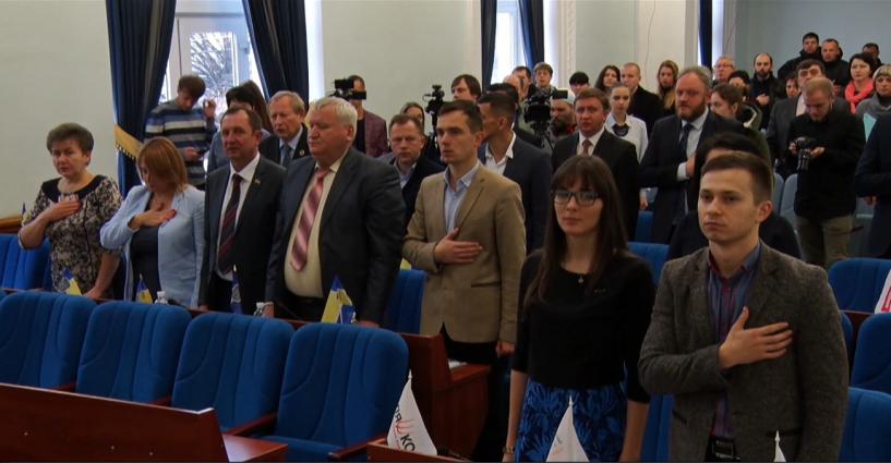 Активісти на сесії вимагали вирішити земельні питання