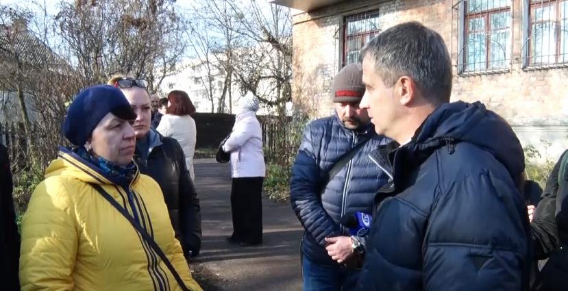 Будинок на Троянівській у Житомирі руйнується, а люди тікають з осель