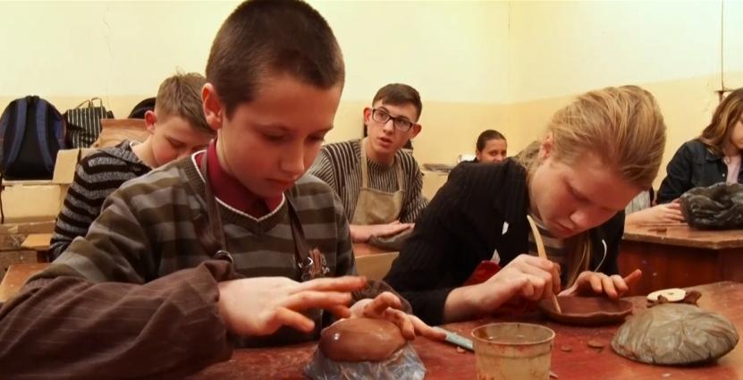Юних художників навчали ліпленню з глини