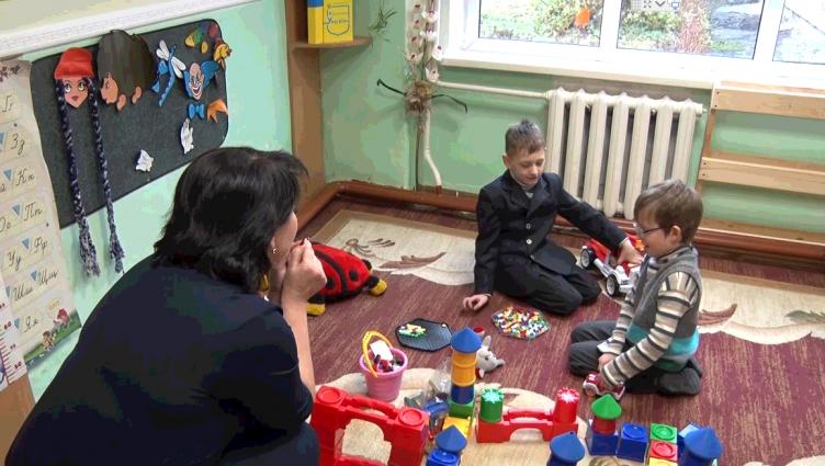 У Житомирі батьки борються за право слабозорих дітей вчитися