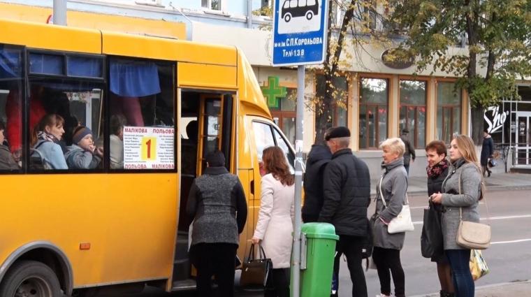 За наявності валідатора – 5 гривень, без нього – 3: нові тарифи у житомирських маршрутках з 1 грудня