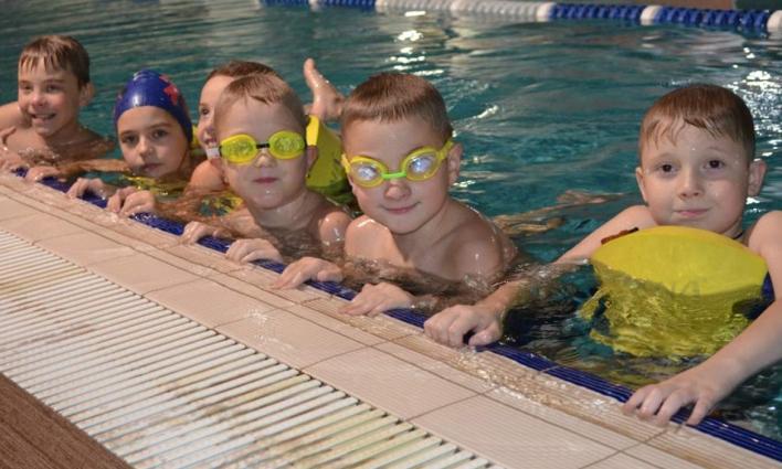 Житомирські школярі мають змогу безкоштовно займатись плаванням