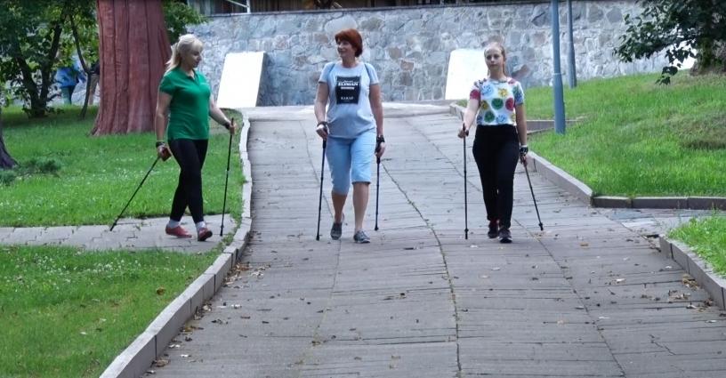 Житомирян кличуть на заняття зі скандинавської ходьби