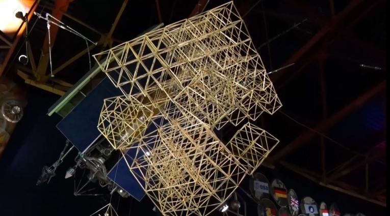 У музей космонавтики майстрували солом'яних павуків