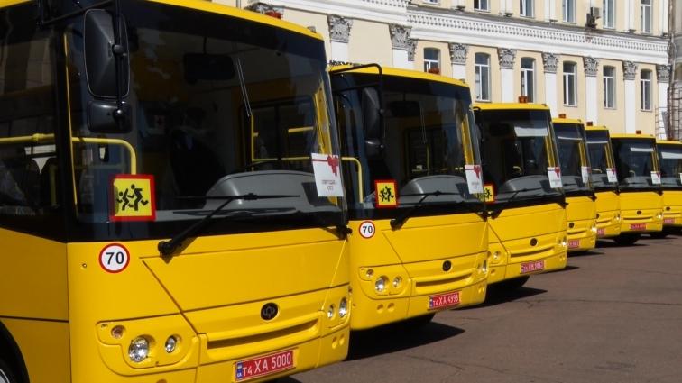 Школам Житомирщини передали 20 нових шкільних автобусів