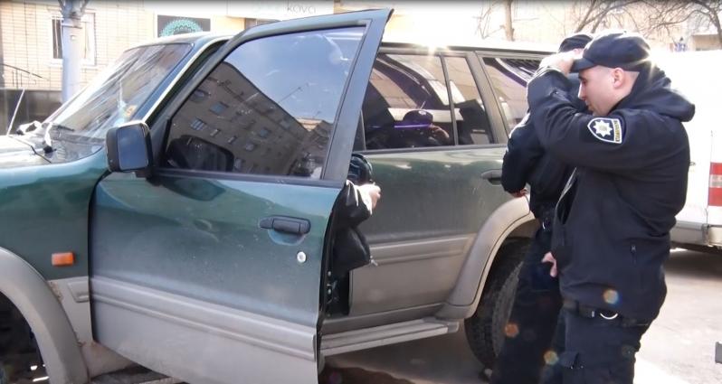 Під стінами Корольовського суду було зафіксовано адміністративне правопорушення людей із шевронами «Айдару»