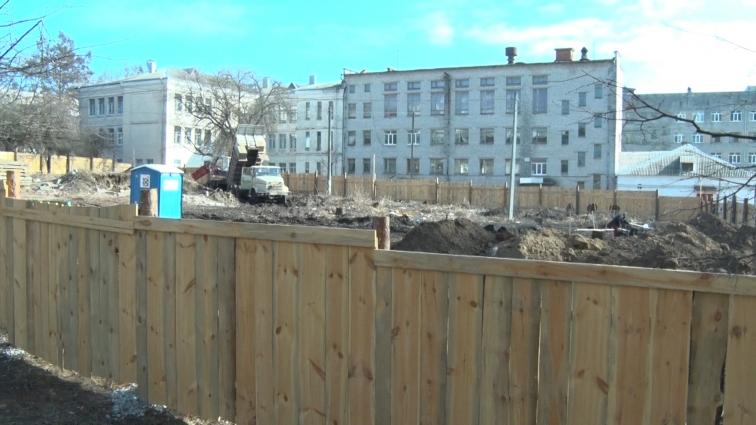 Щільне сусідство з будівництвом багатоповерхівки