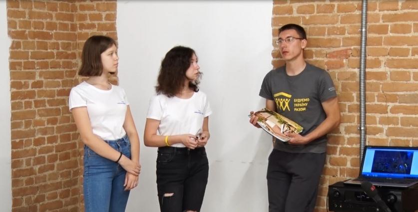 Молодь «Будуємо Україну разом» волонтерить у  Малині