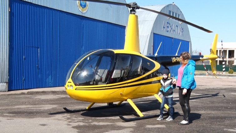Мрію літати на гелікоптері Артему Кушнірову допомогли  здійснити волонтери
