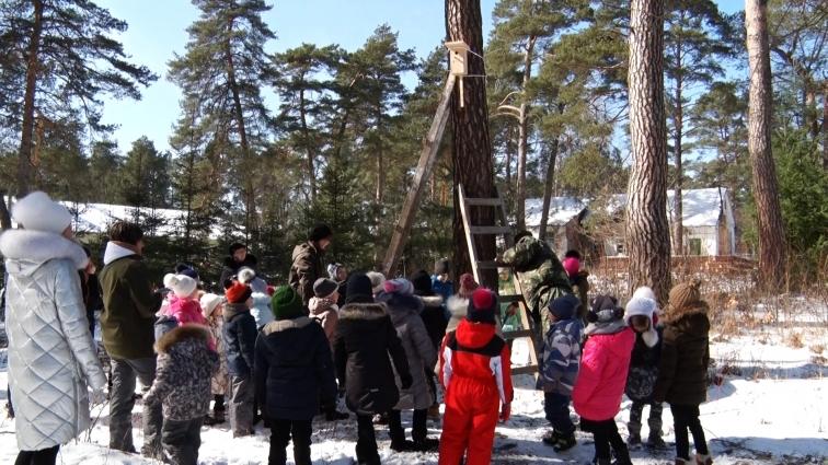 Першокласники в Корбутівському лісі вивісили шпаківні