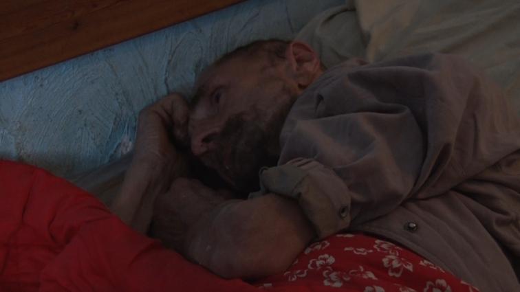 Допомоги небайдужих потребує виснажений бездомний