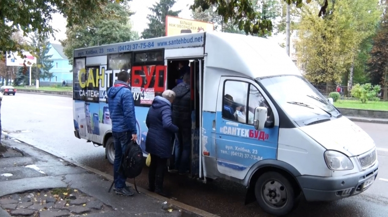 Водії маршруток вимагають з пільговиків плату за проїзд