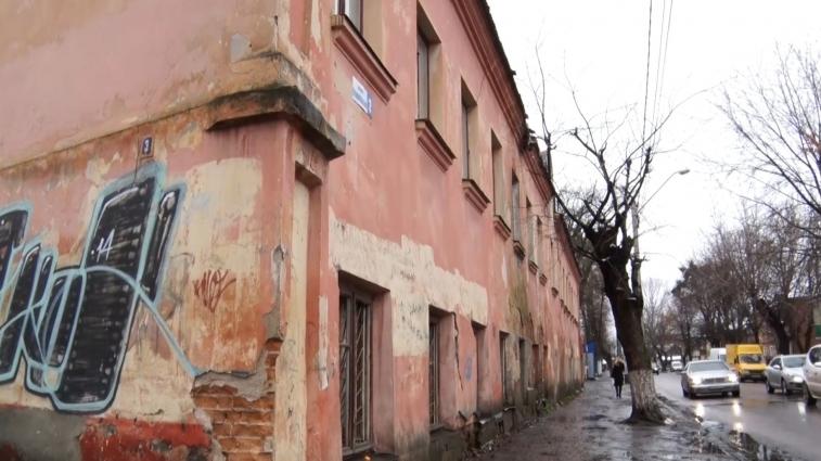 У Житомирі 25 аварійних будинків. На ремонт немає грошей