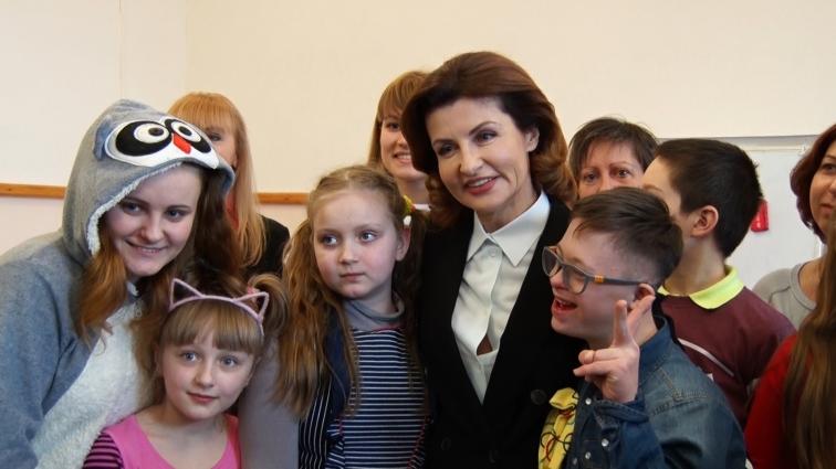 До Флешмобу «LOTS OF SOCKS» у Житомирі долучилась Марина Порошенко