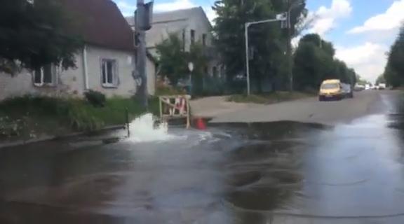 Порив води на розі Шевченка та Івана Мазепи