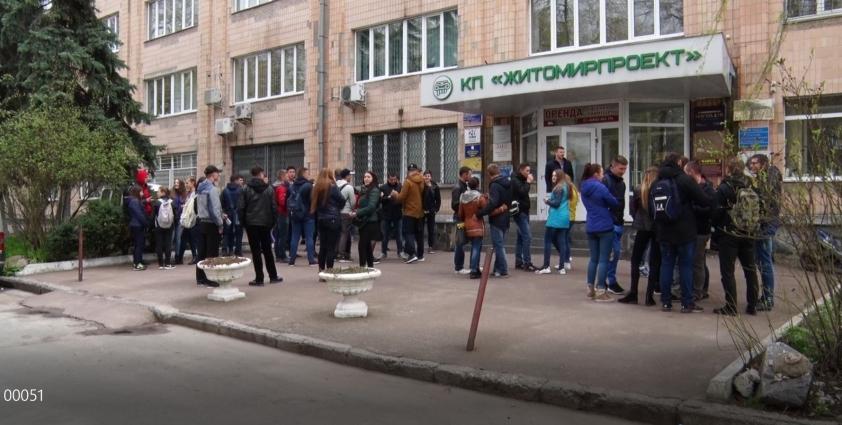 Студенти Житомирського агроекологічного університету блокували редакцію місцевої газети за однобоке висвітлення теми та непрофесійність