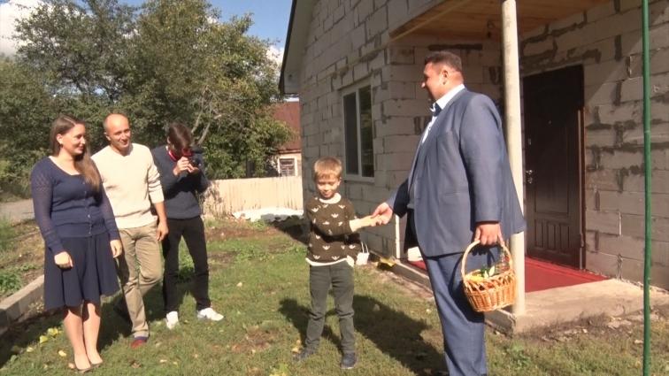 Сім'я з Любарського району отримала дім в кредит