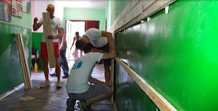 Голландці допомагають ремонтувати приміщення для бездомних у Житомирі