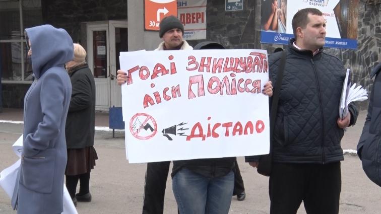 Радомишляни влаштували акцію проти вирубки лісу