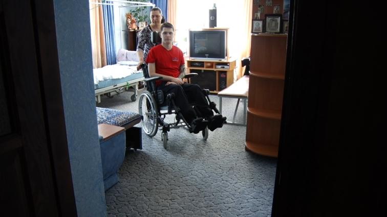 20-річний Максим Калінчук вже два роки паралізований