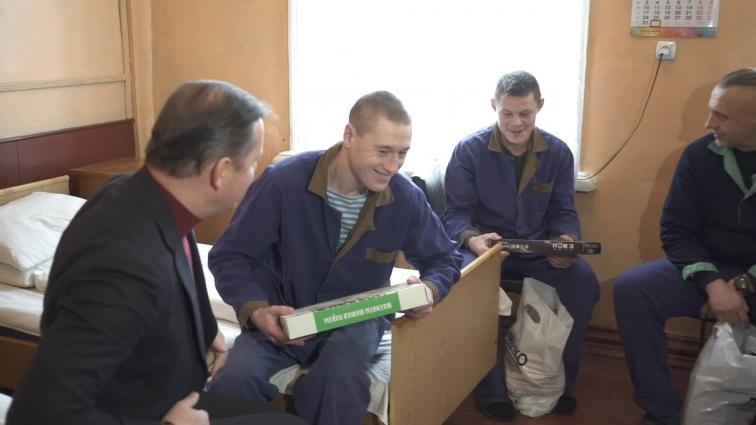 Лідер Радикальної партії привітав військових у шпиталі та подякував їм за мирне небо