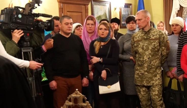 Зустріч предстоятеля УПЦ митрополита Онуфрія із звільненими українськими заручниками
