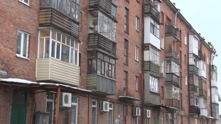 Багатодітна родина через судиться за свою квартиру