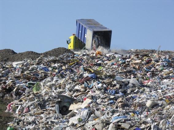 Село на Житомирщині потерпає від чужого сміття