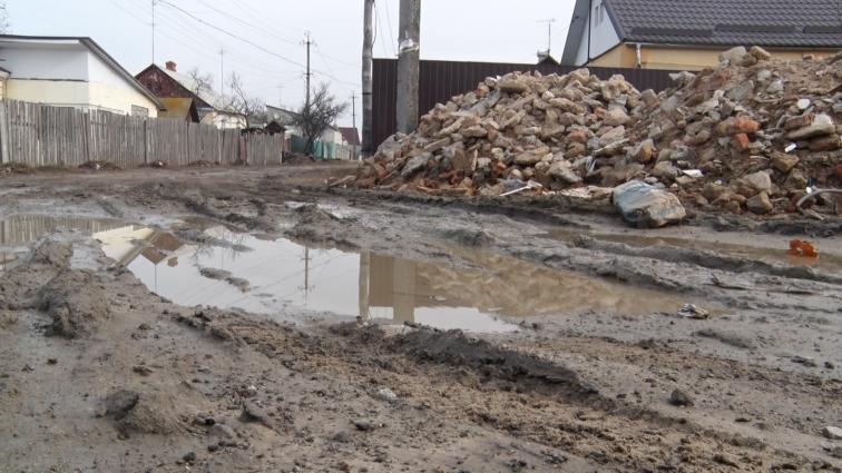 У Житомирі на вулиці Західній (мікрорайон Мальованка) ще торік проклали каналізацію, але підключатися хочуть далеко не всі жителі