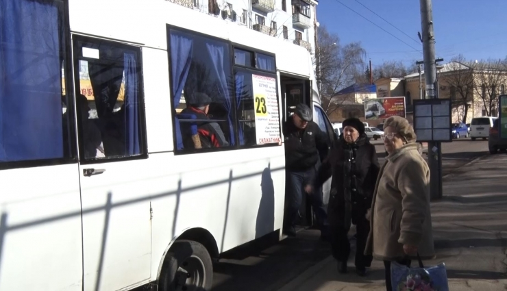 В 23 маршрутці пільговиків позбавили безоплатного проїзду