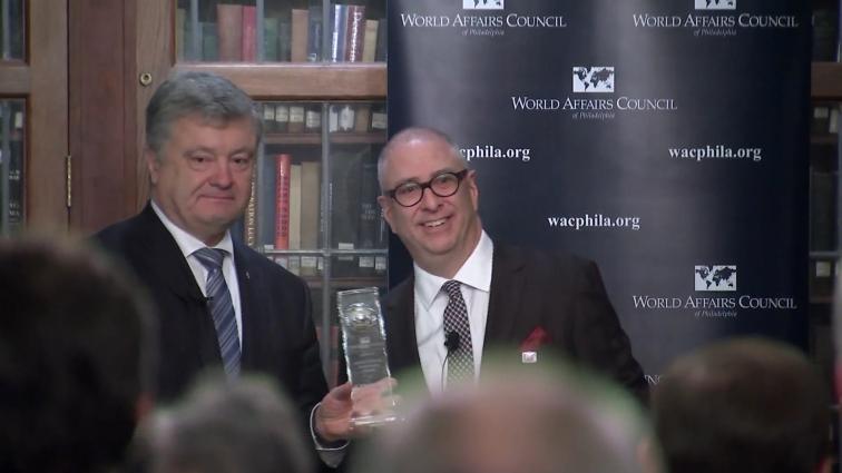 Президент України Петро Порошенко отримав відзнаку «Міжнародний державний діяч»