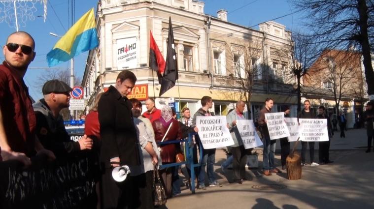 У Житомирі перед сесійним засіданням біля міської ради зібрався мітинг