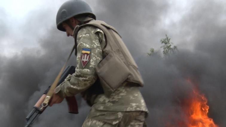 Бійці 95-ї ОДШБр на полігоні долали вогняну смугу перешкод