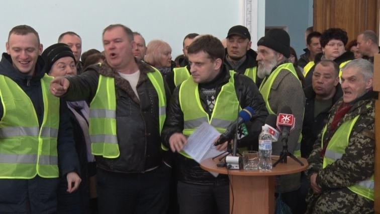 Житомирські активісти під час сесії міськради скаржились на стан доріг