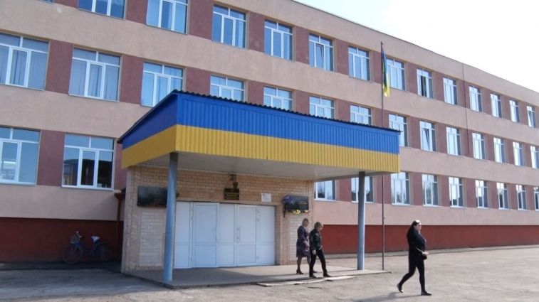 В Попільнянській гімназії замінять браковані металопластикові вікна