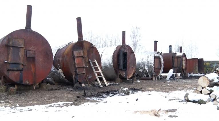 Жителі трьох сіл Житомирського району скаржаться на підприємство з випалювання деревного вугілля