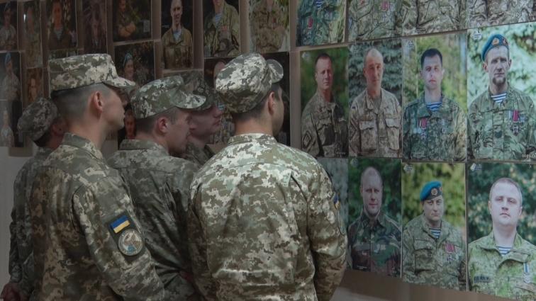 У Житомирській обласній бібліотеці презентували фотовиставку «Погляд АТО. 1000 облич»