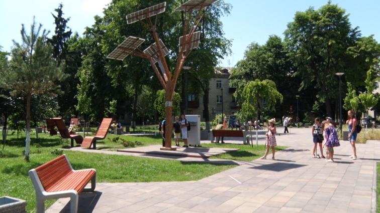 Оновлений сквер на Лятошинського: думка житомирян