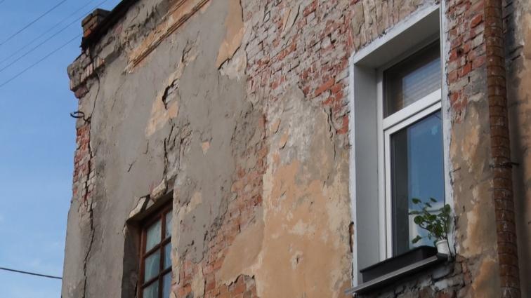 Будинок за адресою вул. Перемоги, 21 щодня тріщить та рухається