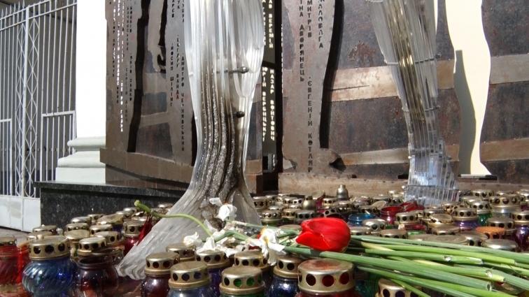 Частину скульптури пам'ятного комплексу «Герої не вмирають» обпалили