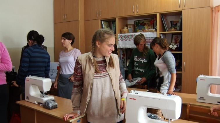 У Житомирській спецшколі-інтернаті благодійники започаткували курси шиття