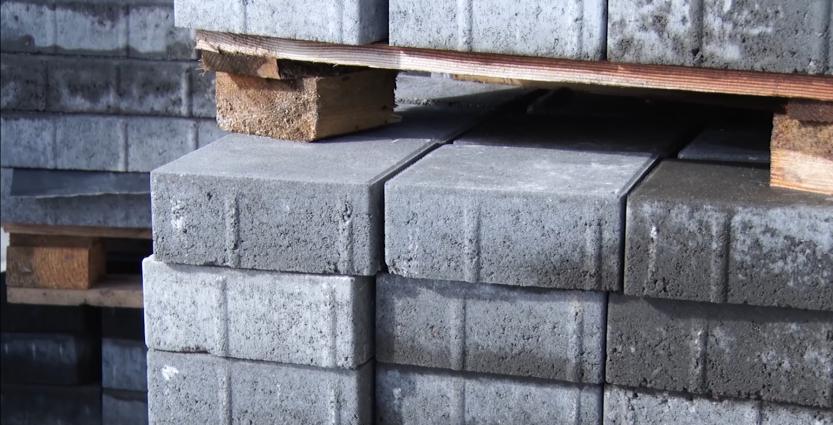 Влада міста відмовляється платити підряднику за неякісне вкладання плитки