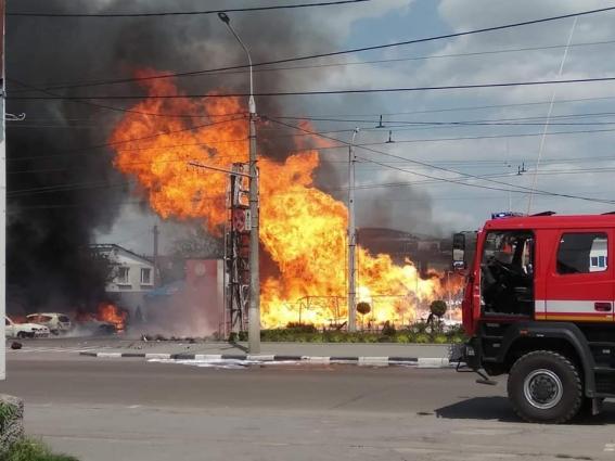 Годину ліквідовували пожежу на газовій заправці в Житомирі