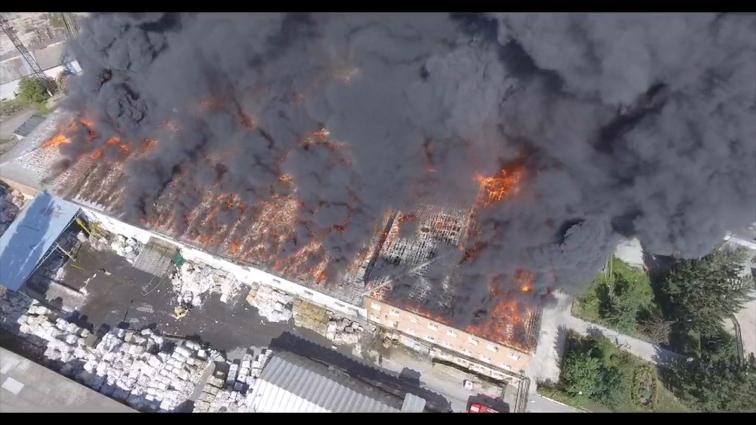 Пожежа на Житомирському картонному комбінаті знищила 3 тис м2 складських приміщень