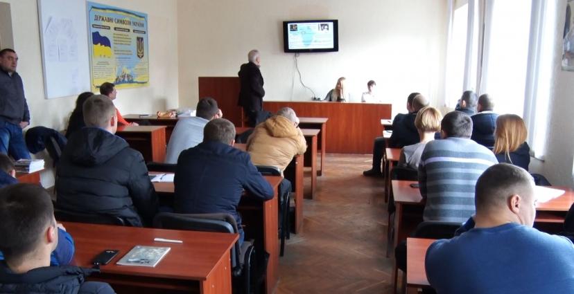 У Житомирі представникам правоохоронних органів провели навчання самозахисту