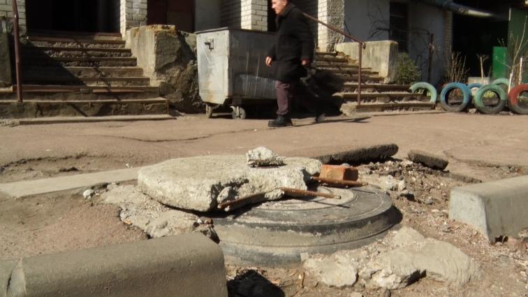 На Польовій палає сміття, а капітальний ремонт доріг малопомітний