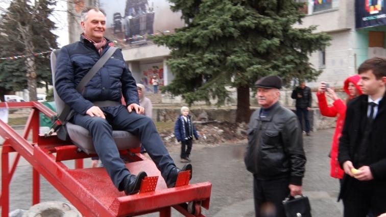 В Житомирі встановили атракціон «Посадка на астероїд»